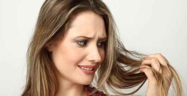 A queda de cabelos pode ter diversas causas.