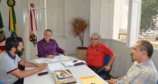 Prefeitura e Hospital São Vicente de Paulo assinam contrato para seis especialidades
